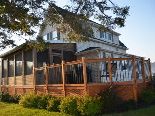 Beautiful 3 Bedroom Vacation Home Close to Beaches, Saint Peters Bay