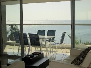 Alq. por meses Comodo apartamento frente al mar
