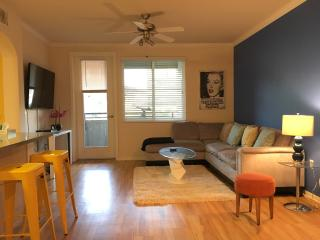3 BEDS in 2BR/2BA Hollywood Prime are