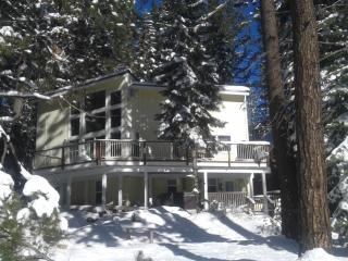 Charming Donner Lake Vacation Home., Truckee