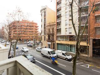80m2 with terrace, 4 blocks from Sagrada Familia