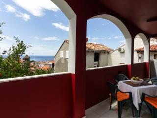 Apartment Dora - One-Bedroom Apartment with Terrace and Sea View