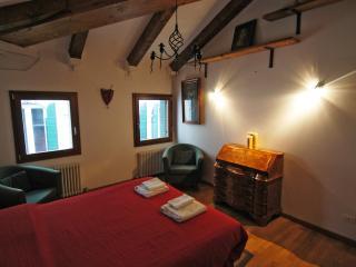 Liovon apartment next to Railto bridge, Venecia