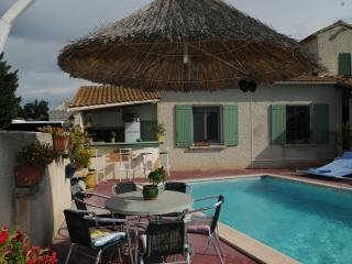 villa la Prairie avec jardin et piscine privée., Tarascón