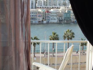 Sea view apartment with free WI and fransfer, Marsascala