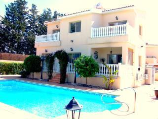 Exclusive 5 Bedroom Villa - Large Private Pool, Kissonerga