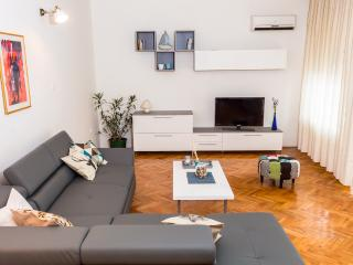 Nice big apartman 10 minutes from the beach