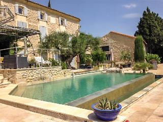 Le Mas Icard - Near Avignon, Modern Villa with Two Terraces, Pool, and View of