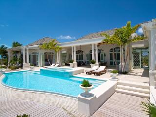 Beautiful Five Bedroom Property, Long Bay Beach