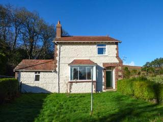 PENSYCHNANT COTTAGE, detached, private enclosed garden, nr Penmaenmawr, Ref