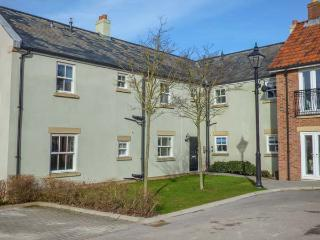GREENGABLES, first floor apartment on holiday village, excellent on-site facilities, beach 10 mins walk, Filey, Ref 925762