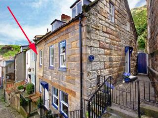 GRIMES COTTAGE, Grade II listed cottage, woodburning stove, sunny rear courtyard, close to beach, in Staithes, Ref 933838