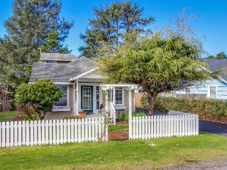 Family-friendly, dog-friendly house close to beach access!