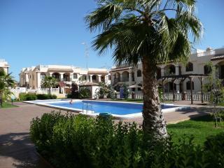 A Torrevieja penthouse bij het zwembad