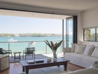 BUNDEENA BEACH HOUSE - Contemporary Hotels, Berkeley