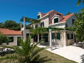 Villa SHIRAZ, Selca