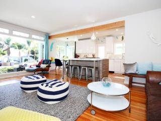 Blocks from Beaches, Mission Bay, & Seaworld ! Enjoy Modern Pacific Beach Style, San Diego