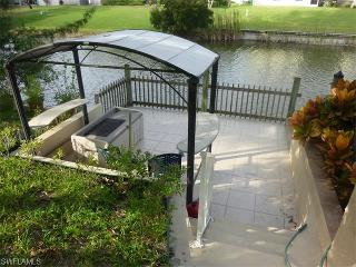 Affordable Waterfront Luxury - pool, boardwalk