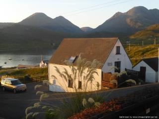 Self catering cottage in mountainous North Harris, Ardhasaig