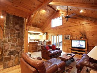 White Oak Lodge - Secluded Cabin (Sleeps 8)