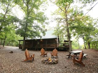 White Oak Lodge - Secluded Cabin (Sleeps 8), Broken Bow