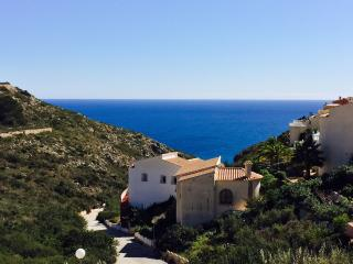 2 Bedroom House with garden and beautiful sea view, Moraira