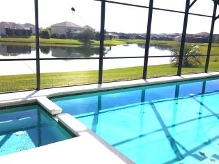 Beautiful 7 BEDROOM LAKEFRONT ORLANDO/DISNEY HOLIDAY VACATION HOME, Kissimmee