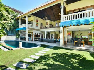 VILLA MYSTIQUE 3BR 5MIN TO BEACH & SEMINYAK SQUARE