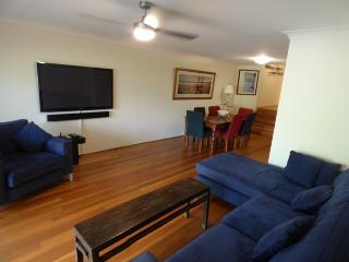 MORTN - Perfect Family Abode with Courtyard, Sidney