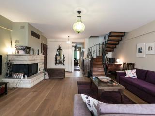 Outstanding duplex flat in the shopping area