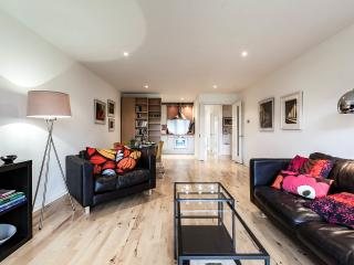 Dublin City Apartment in mature grounds., Dublín