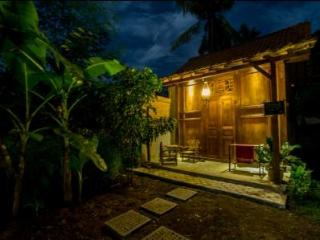 pondok 3 is banyuwangi traditional log house, room with double or twin beds, private hot&cold shower