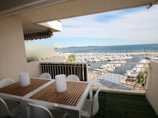 BEACHFRONT APARTMENT, Cannes