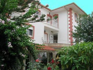 Villa Bianka Apartments, Skala