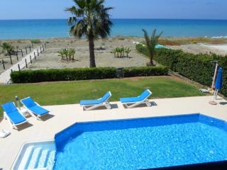 Beachfront Villa Anthi a breath away from a sandy beach, big pool, Argaka