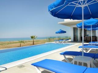 Seafront Villa Mare Blue, Argaka