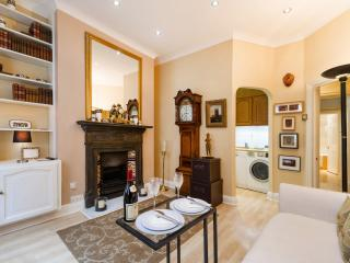 OXFORD STREET APARTMENT / DUDLEY