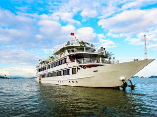Deluxe Family Cabin on Halong Silversea Cruise, Tuan Chau Island