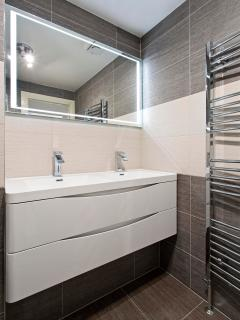 modern main bathroom