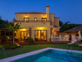 Villa, 4 Bed, 5 Bath (4 Ensuites) Heated Pool, A/C