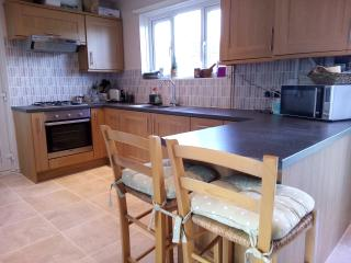 Modern 3 Bed House, 4 miles from Bournemouth beach