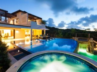 Elegant 8 Bedroom Villa in Long Bay