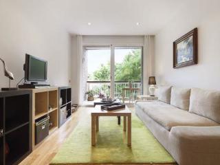 4BR/2BA Terrace Apt in Trendy Gracia for 8 - BCN, Barcelona