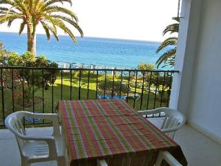 Tuhillo H1-M, trhee bedroom, pool, next to beach, Nerja