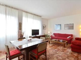 Bright&spacious 2bdr apt, Bolonia