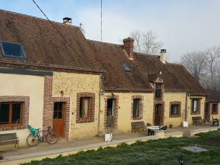 easy2loc  La Maison Lierue, Thiron-Gardais