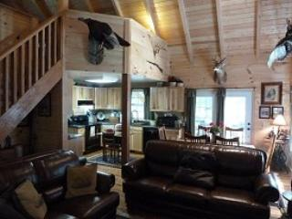 Buck Lair Cabin Refined lodging, natural retreat, Blacksburg