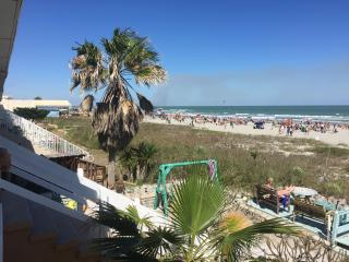 Oceanfront Beach Bungalow- FEMALES/COUPLES ONLY, Cocoa Beach