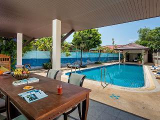 Villa Dok-Kaew, Karon