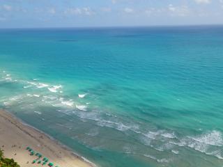 BEAUTIFUL OCEAN VIEWS! LARGE CONDO, MODERN DECOR!